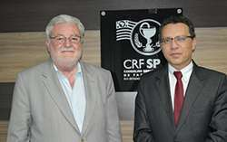 O vereador Dr. Gilberto Natalini e o presidente do CRF-SP, Dr. Marcos Machado